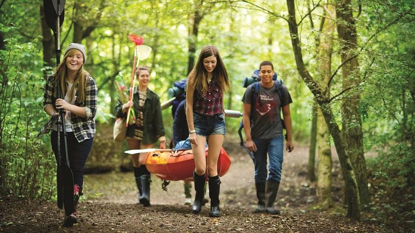 hiking teenager gang